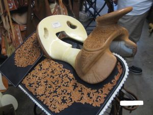 アメリカ乗馬用品店のウェスタン鞍骨