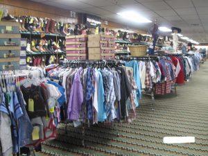 アメリカ乗馬用品店の乗馬用シャツ売り場