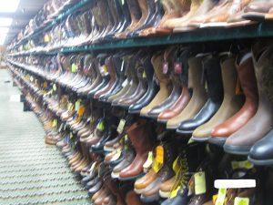アメリカ乗馬用品店の乗馬用ブーツ売り場