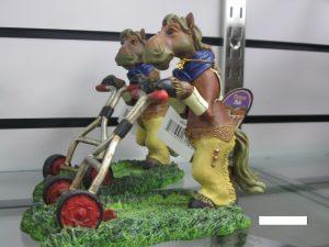 アメリカ乗馬用品店の馬のの置物2